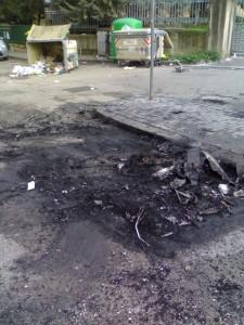 Cassonetto incendiato Benevento 2009